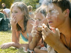 В США бедные курят, а богатые бросают курить